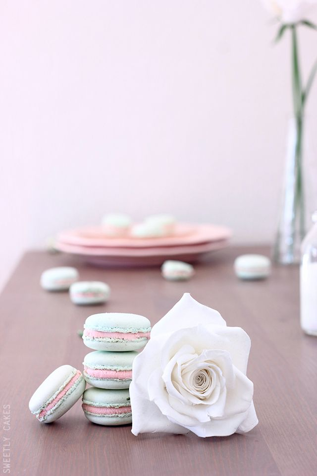 White Chocolate Strawberry Macarons | Sweetly Cakes