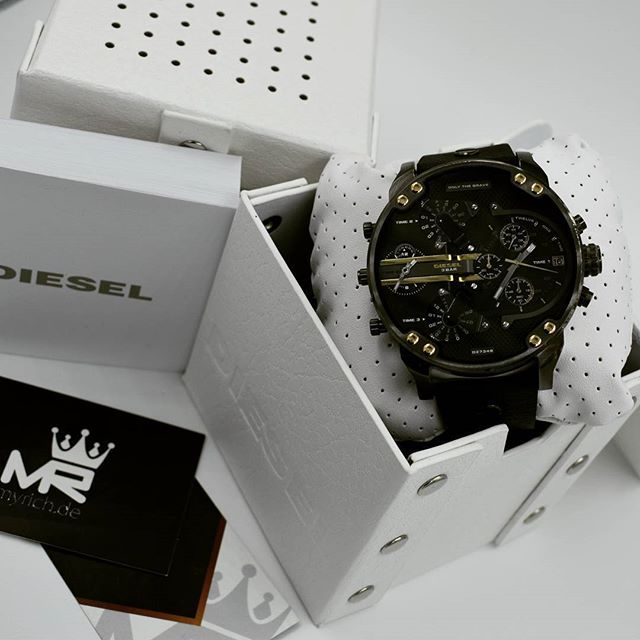 DIESEL DZ7348   @MyRich.de #diesel #dieselwatch #watch #style #dz7348 #uhr #trend #Life #chronograph #lifestyle #brand #luxus #juwelry #luxury #fossil #blogger #timezone #special #leather #genuineleather #big #bigwatch #xxl #gun #grey #gold #blackdiesel #men #accessories