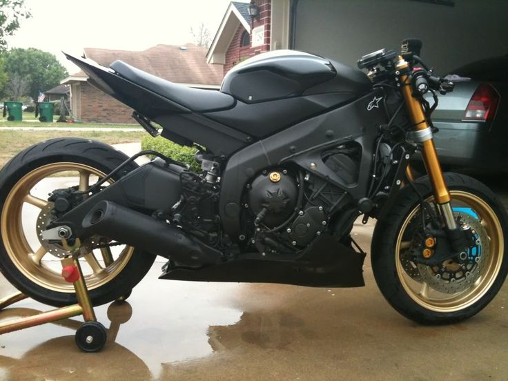 naked r6, matte black, gold trim... not bad. | Me and my ...