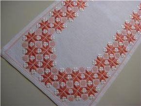 VACKERT BRODERAD DUK ca 80 x 30 cm obet anv på Tradera.com - Dukar inom