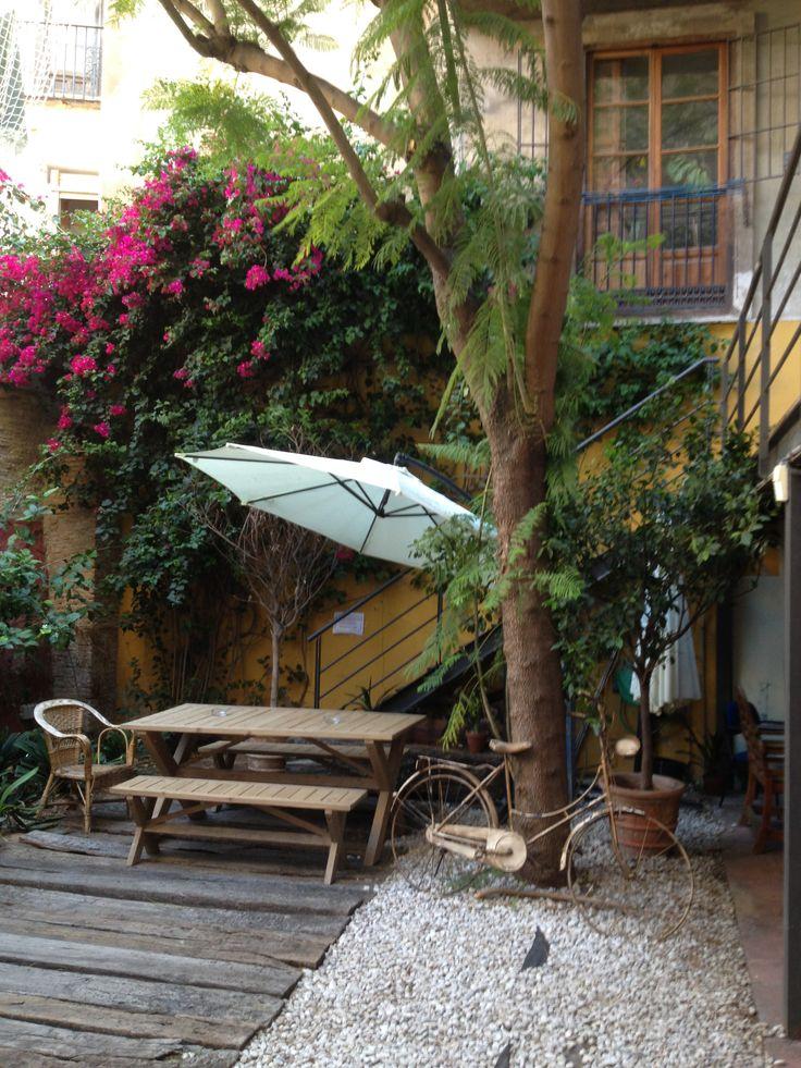 Rafa ha encontrado otro fantástico sitio para desayunar. Me recuerda mucho a mis años en Berlin. El Café DE CO http://wayco.es/es/espacio/ Parece un buen proyecto en general. ¿lo conocéis?