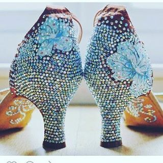 Scarpe decorate ❤ #unavitaperladanza #instadance #shoes #ballroomshoes #dancesportshoes #danceshoes #followme #instadaily #insta