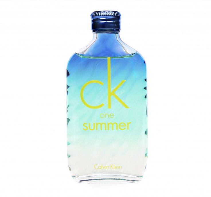 CK One Summer de Calvin Klein: Perfecto para fines de semana de relajación y aventura. $163.900 en La Riviera