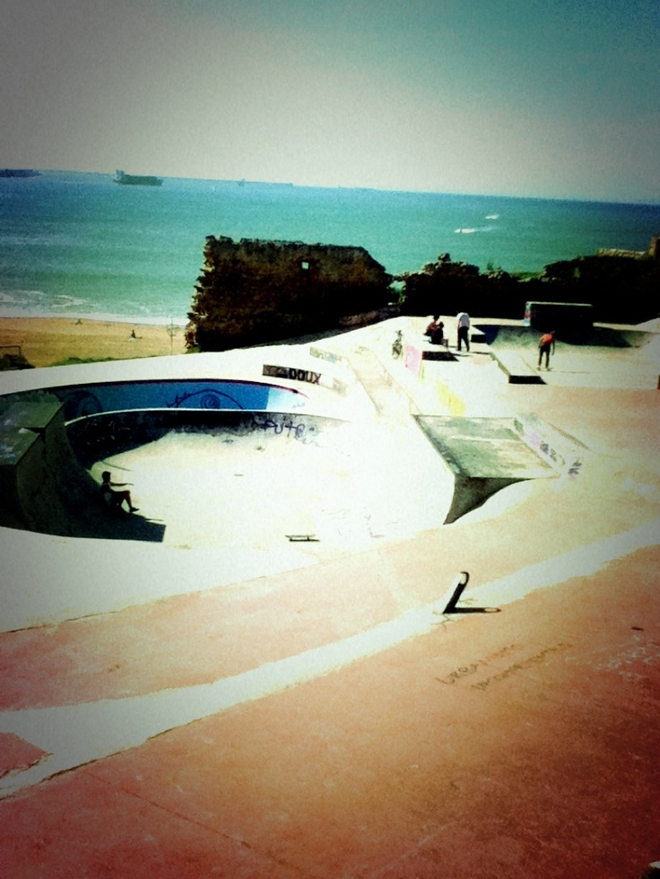Beach and Skating! 20 minutes from Bilbao... Sweet! =D