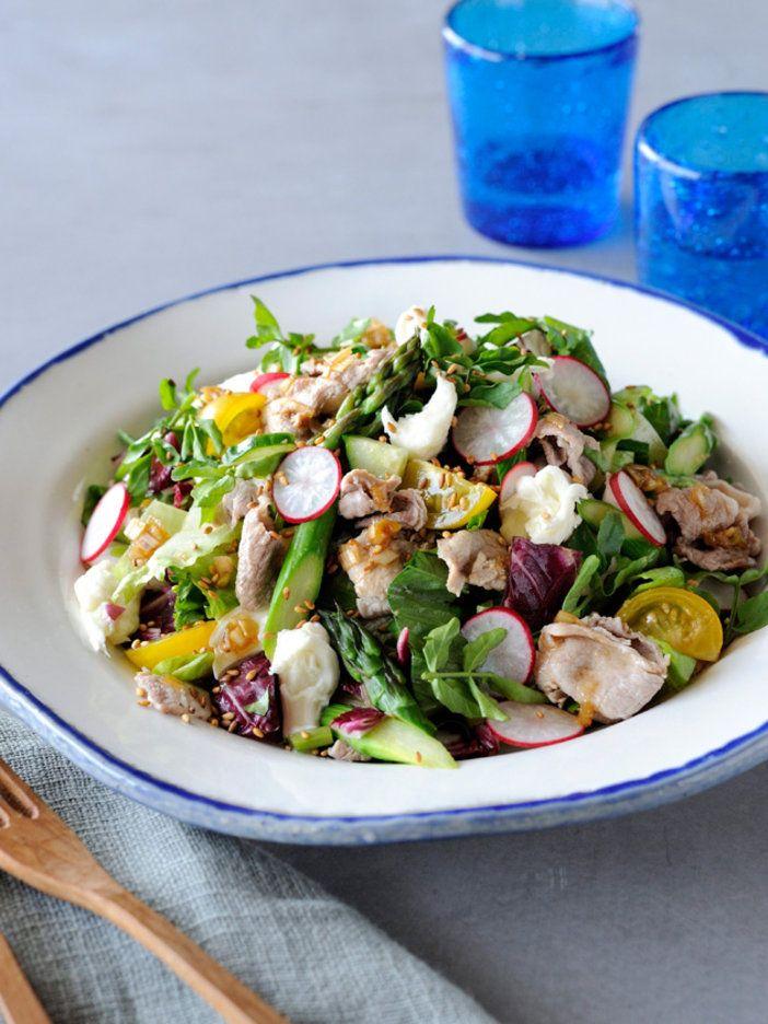 ねぎとしょうがのドレッシングで和風に。苦み野菜も加わって、奥行きのある味わい。 『ELLE a table』はおしゃれで簡単なレシピが満載!