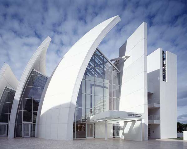 Χρωματα και Αρχιτεκτονική. Ενδεικτικό δείγμα της σχολής που υποστηρίζει ότι οι σύγχρονες και μοντέρνες κατασκευές εκφράζονται μέσα από το Λευκό.