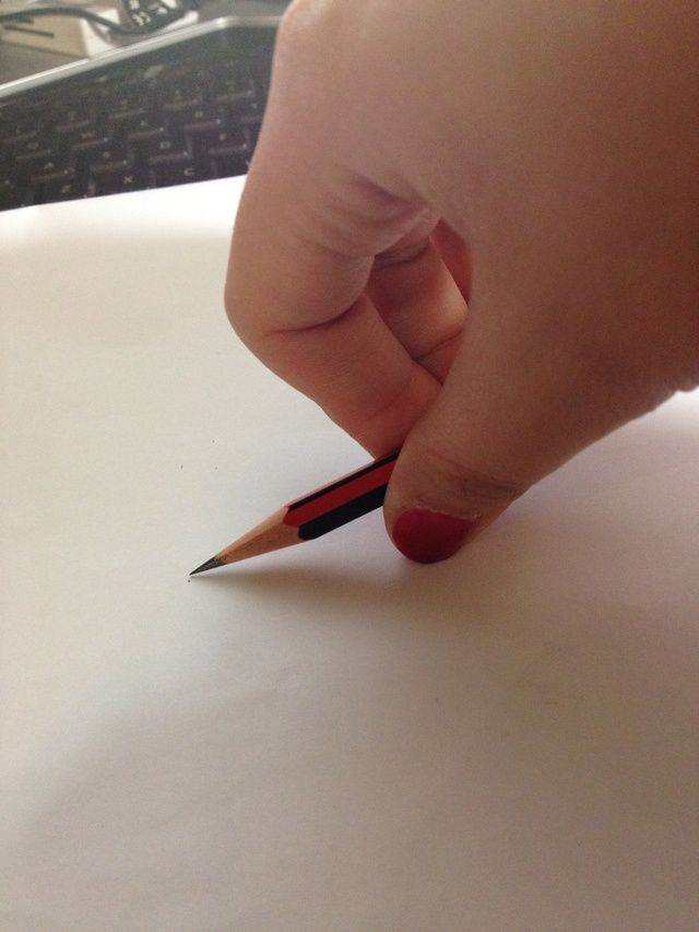 Hold the pencil like so, the size of the circle depends on the position where you hold the pencil.