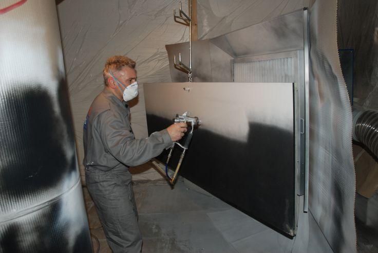 Profesionální lakování poškozených dveří v mobilní lakovně / Professional lackquering of damaged door in mobile paint shop, #oprava, #lakování, #dveře, #zárubně, #obložky, #repair, #Instandsetzung, #Reparatur