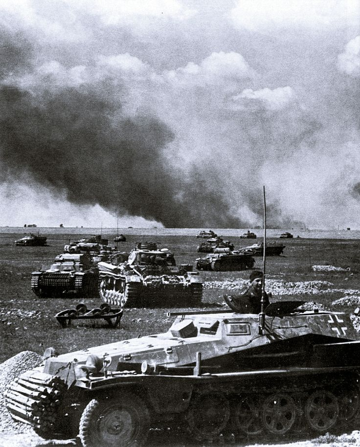 Probably one of the best know photos of Operation Barbarossa showing an attack of Panzerwaffe units across open fields. In the foreground is a Sd.Kfz. 253 armored command vehicle, as a leading command post of a tank unit composed of Pz.Kpfw. II's and III's supported by infantry hidden in their Sd.Kfz. 251s.