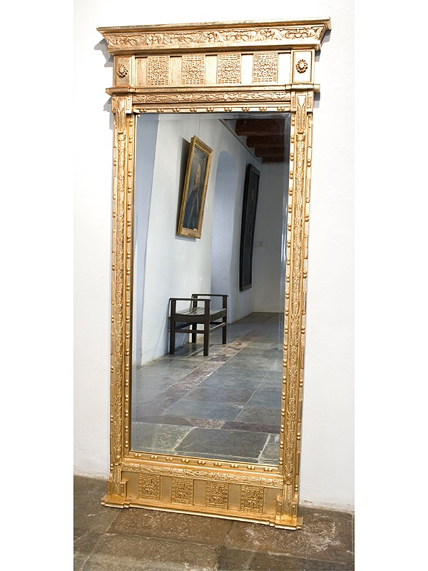 Spegel i sengustaviansk stil