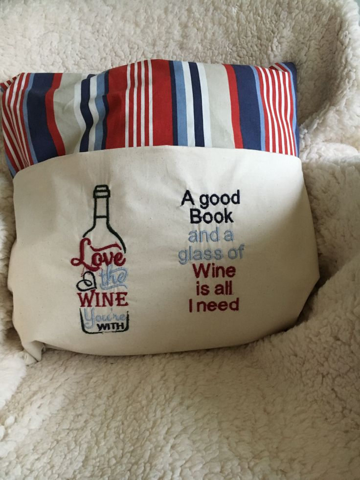 Reading cushion with wine saying