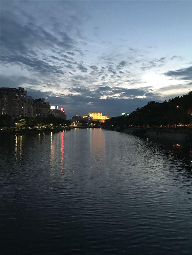 Sunset over Bucharest ! @profesionalnewconsult  #bucuresti #bucharest #romania #romaniafrumoasa #visitromania #lovebucharest #orasulmeu #bucurestirealist #oras #capitala #romaniamea #bucharestcity #bucharestbynight #sunset #picoftheday #pictureoftheday #myhome #storyofmylife #images #image #pictures