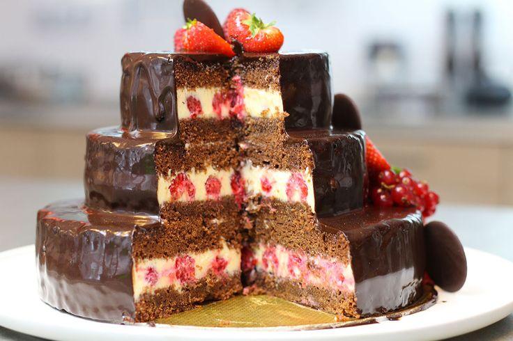 Niveau de difficulté Assez Facile Temps de preparation 2 h Portion 8 personnes Imprimer la fiche recette Un gâteau d'anniversaire au chocolat réalisé à 4 mains avec Hervé Cuisine et le chocolatier Belge Jean Galler à l'occasion des 40 ans de la marque. Un superbe gâteau sur 3 étages de pur bonheur, coeur framboise sur …