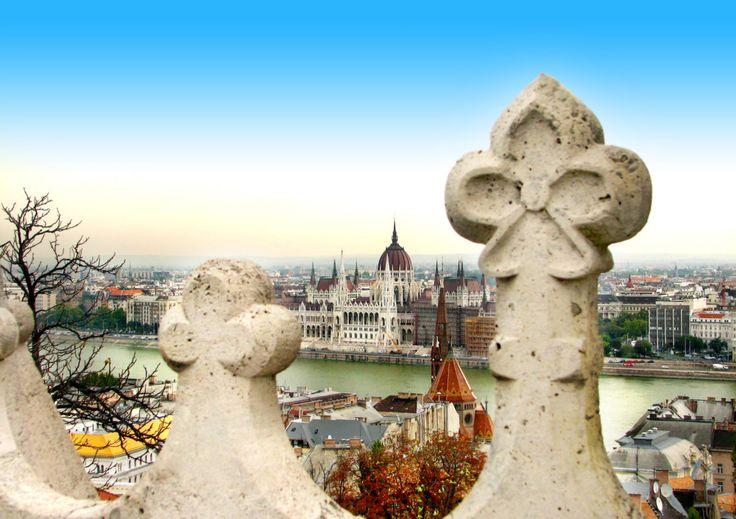 Boedapest City Trip! Geniet van historie, geschiedenis en doe een leuke stadswandeling langs de Donau. Vertrek je vanuit Eindhven en verblijf je in een 4* hotel incl. continentaal ontbijt v/a €81 https://ticketspy.nl/deals/boedapest-historie-geschiedenis-en-levendige-stad-va-e81/