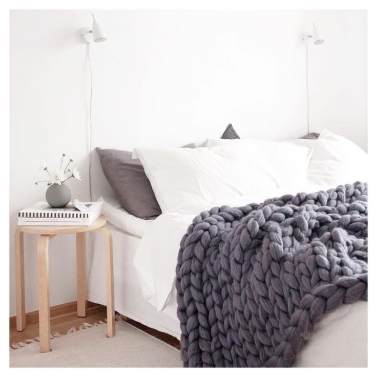 grey and white bedroom design modern decoration big huge grande punto blanket chunky knit. Black Bedroom Furniture Sets. Home Design Ideas