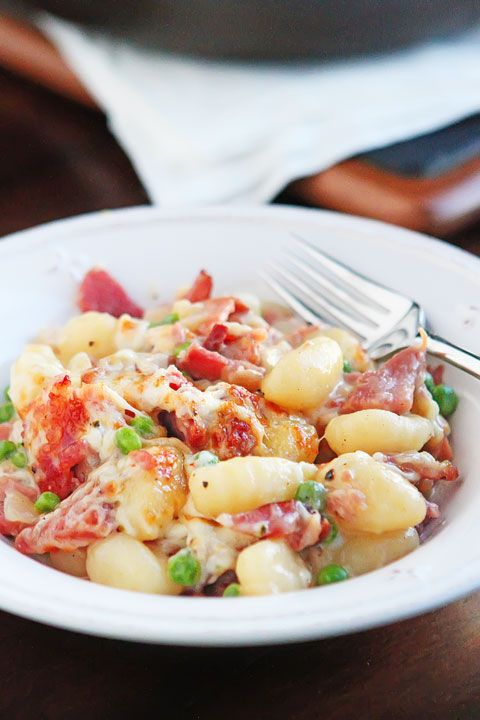 LOVE this Ham & Cheese Gnocchi!! It's kinda like a dreamy baked mac and cheese, but way more grown up and a MILLION times more decadent. Plus it all cooks in one skillet and can be made in 15 mins or less. AMAZING delicious easy dinner!!