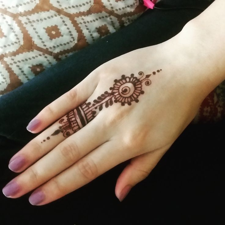 17 best ideas about finger henna on pinterest simple hand henna simple henna tattoo and. Black Bedroom Furniture Sets. Home Design Ideas