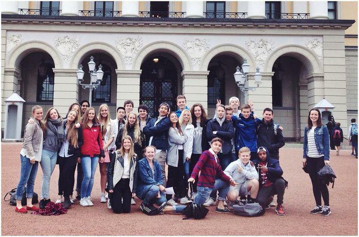 Engelsklærer Christina tok med elevene i 1STA til byen i dag morges og lot elevene være turistguider rundt om i sentrum (på engelsk!). De var innom slottet, rådhuset, Nobels fredssenter, Akershus festning, Operaen og Karl Johansgate.