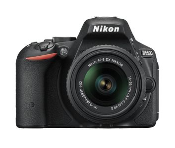 Nikon is, officially, the new D5500, see its features.  The Japanese lingers and is keen to enhance the combination of extreme sensitivity Iso and lightness of the camera body.  Not only that, the parameter that completes the picture is the ease in connecting and sharing data with digital media and social networks............