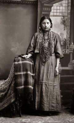 手机壳定制wrestling shoes      Winnebago Indian Woman in European Dress