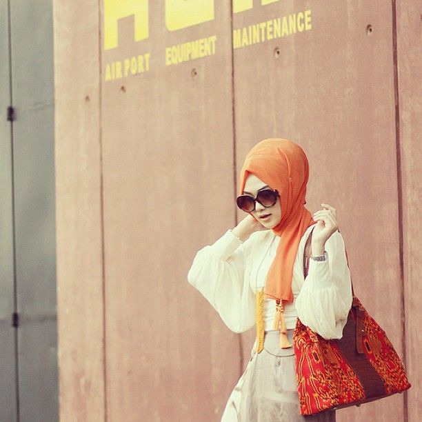 SnapWidget | Top from @swanlake_id . Batik woven handbag is by an Indonesian brand @AngsaDua :)