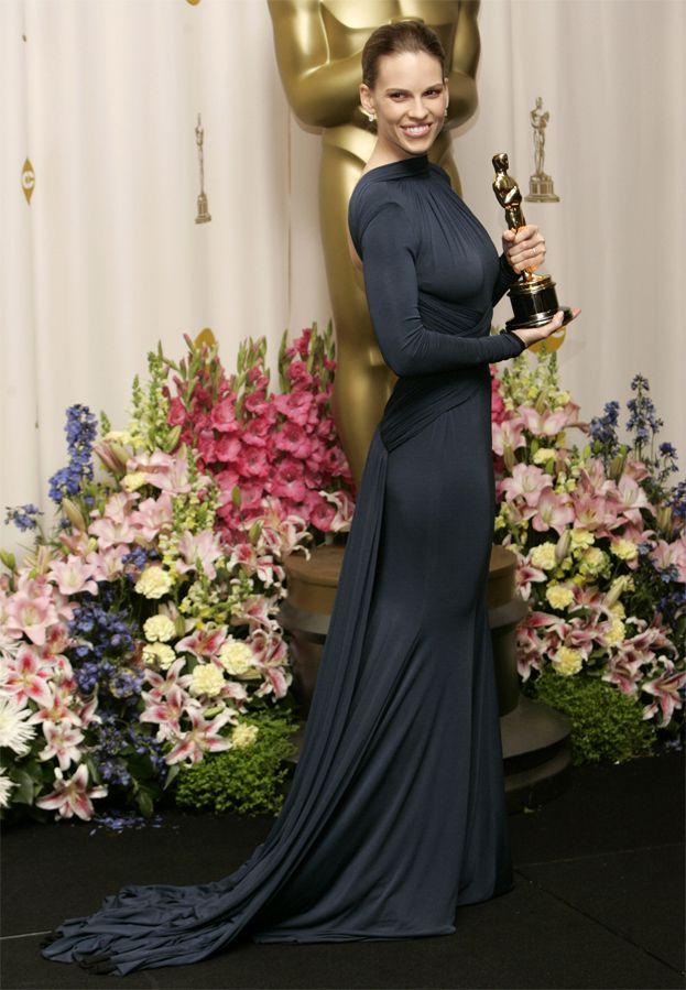 2005: Hilary Swank za Za wszelką cenę, suknia Guy Laroche