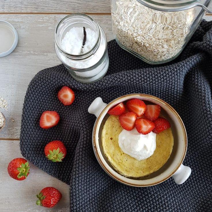 Vanille-mugcake met ricotta en aardbeien