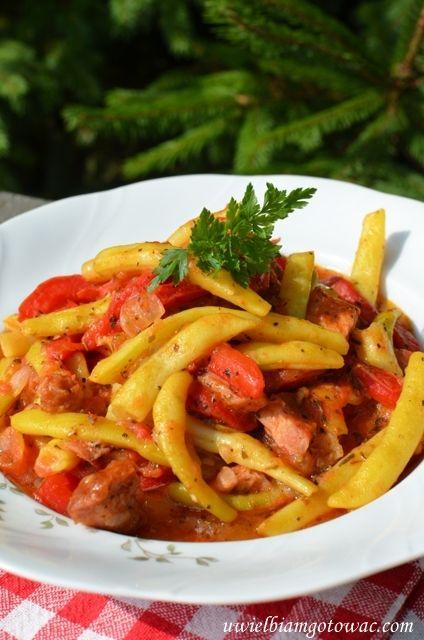 Fasolka szparagowa z boczkiem w sosie pomidorowym