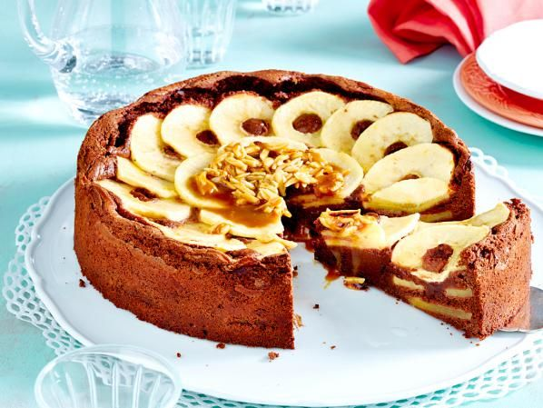 Ó az alma, amiből mennyeien finom süteményeket készíthetünk.  Az internet és szakácskönyvek tele vannak almás süteményreceptekkel.  De mindig lehet valamilyen újdonsággal előrukkolni.  Új ízek,