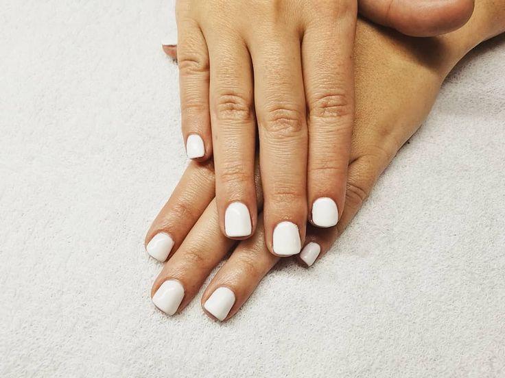 Manicura semipermanente ORLY.  #manicura #manicuraorly #orlyfx #orly #manicuravegana #nails  #nailsalonbarcelona #lifestyle #manicure #manicurasemipermanente #barcelona #beauty #vegano #manicuravegana #revivenailbeauty #whitenails