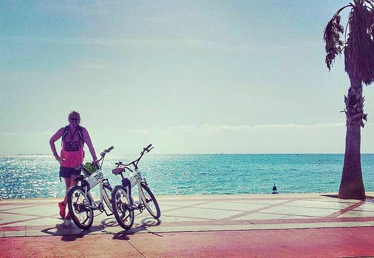 Clientes molones a los que les gusta recorrer cada rincón desde #Benidorm a #Altea pasando por #Albir y en un plis #sindespeinarse #sinesfuerzo disfrutando de las vistas.  #mediterraneoenvivo #mediterraneo #benidorm #costablanca #electricbike #hirebike #tours #bicicletas #bycicle #summer #beach #playas