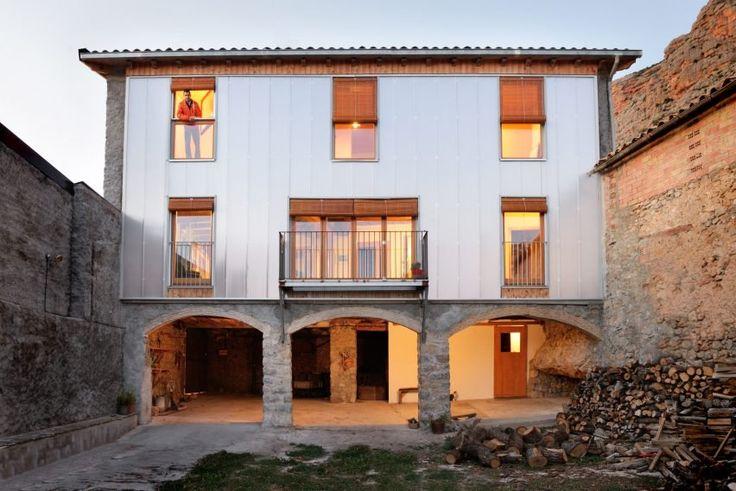 Bunyesc Arquitectes updates old Spanish house with new polycarbonate facade