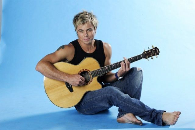 Mumfection: #ManCandyMonday - Bobby Van Jaarsveld