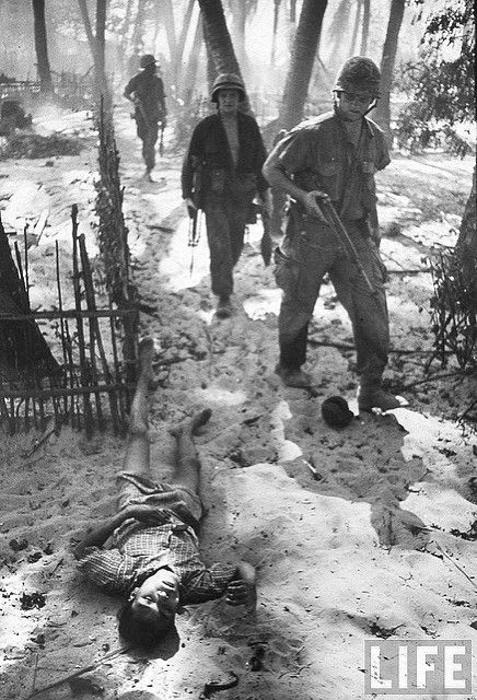 US Marine patrol passing body of Viet Cong suspect after battle on island near Chu Lai, by Bill Eppridge 1965 | Flickr - Photo Sharing!