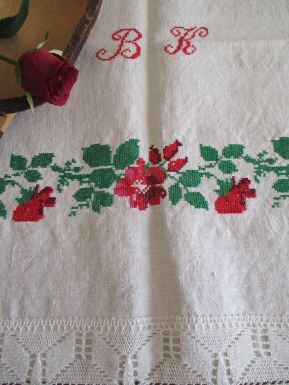 142. Vintage hand embroided pure linen small tablecloth