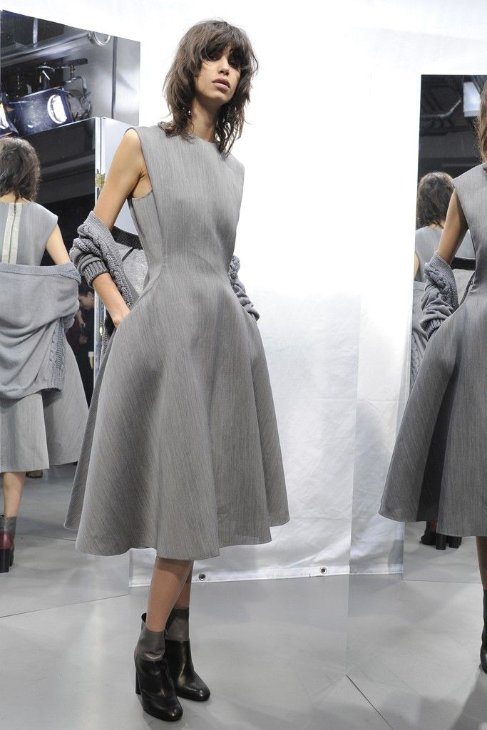 Lanvin Pre-Fall 2015. I don't like the zipper in the back, but the rest is beautiful