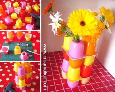 ✄ ❀ Vase Récup Petits Suisses / DIY Upcycled vase ✿ ✄ http://www.creamalice.com/Coin_conseils/1-loisirs_creatifs_2013/6E-Tuto_Vase_Recup_Petits_Suisses/Tuto_DIY_Vase_Recup_Petits_Suisses.htm
