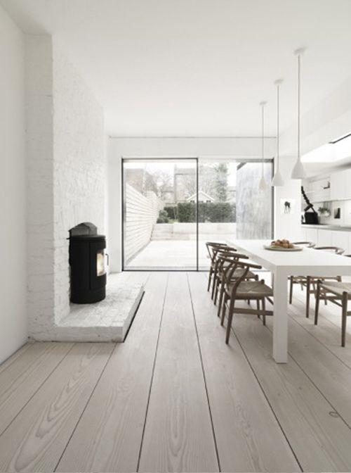 Kitchen / Wide floorboards