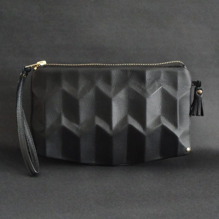 Love the design of this bag by Lara Kazis :)): Clutches Sellers, Wristlets Black, Black Leather, Leather Clutches, Zigzag Wristlets, Leather Wristlets, Lara Kazi, Larissa Ziegler, Larakazi