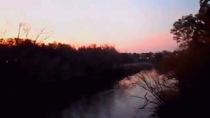 atardecer  ( música grupo flamenco)   en  puente  parque  -  Los Chunguitos