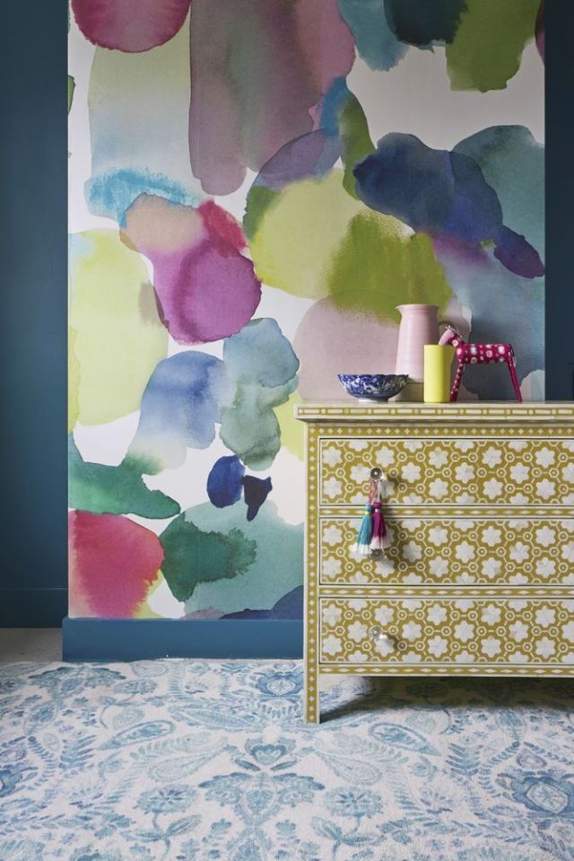 2017 wallpaper trends: 'The fantastic thing about now is that there isn't one over-riding trend – people are embracing their own tastes and individuality,' says Fi Douglas, creative director and founder at Bluebellgray. 'They're decorating more fearlessly and including items they truly love in their schemes – things that make their heart and home happy. I'm a fan of large-scale mural-style designs – I think of them as art for my walls and they can change the atmosphere of a room…