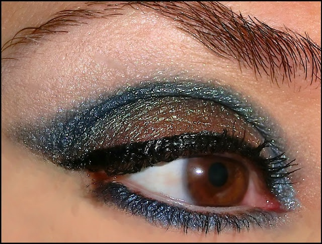 "Aleguaras eyeshadows again for a mysterious look called ""caged hearts"""