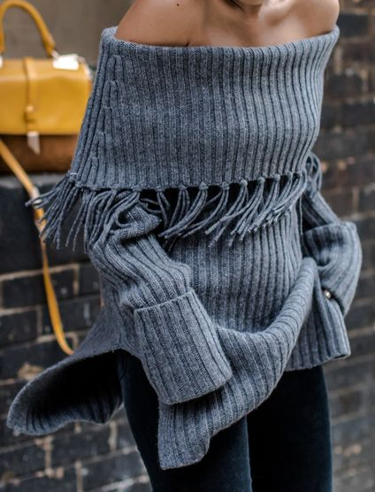 Only need one glance, you would be attracted by this grey sweater. The most eye-catching is its tassel and off shoulder design. Pairing it with your leggings would be perfect. In these chilly mornings and nights, slip into this wonderful piece!