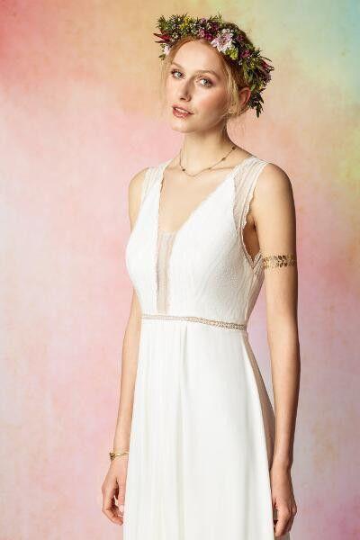 Trendige, schlichte Brautkleider für die moderne und dynamische Braut. Höchste Qualität durch europäische Produktion in Portugal