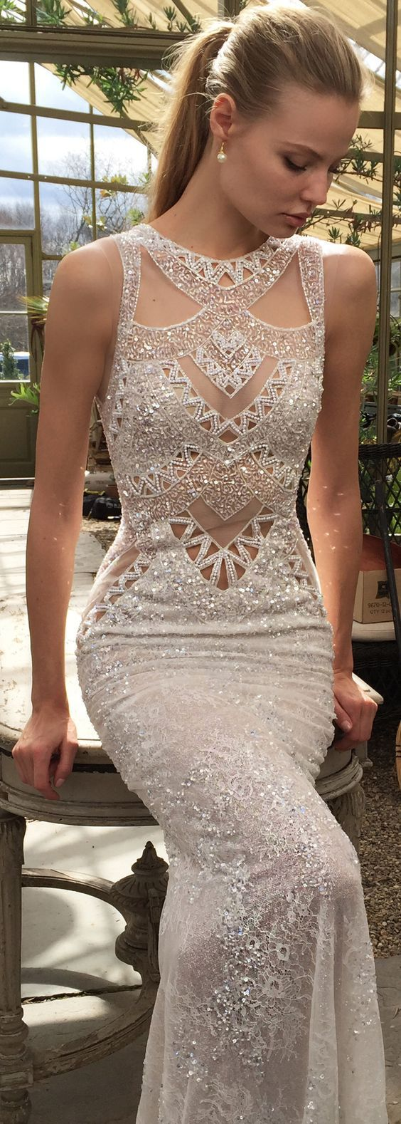 The geometric detailing in this @bertabridal wedding dress makes it both elegantly modern, with a touch of art deco - don't you think?