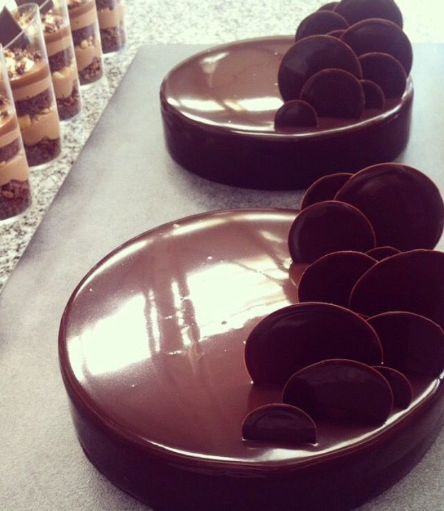Chocolate mirror glaze and chocolate upright circles