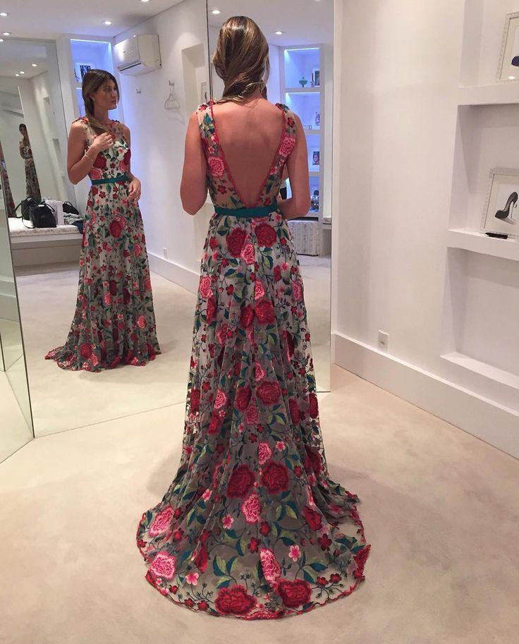 "11.1 m Gostos, 418 Comentários - Isabella Narchi (@isabellanarchi) no Instagram: "" linda!!! @mariarudgealbuquerque amei! ❤️ #casamentobrunoepaulinha #dress #details…"""