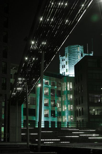 Eindhoven is de lichtstad van Nederland. Oude gebouwen zijn vaak verlicht. Dit geeft een mooi uiterlijk aan de donkere nacht.