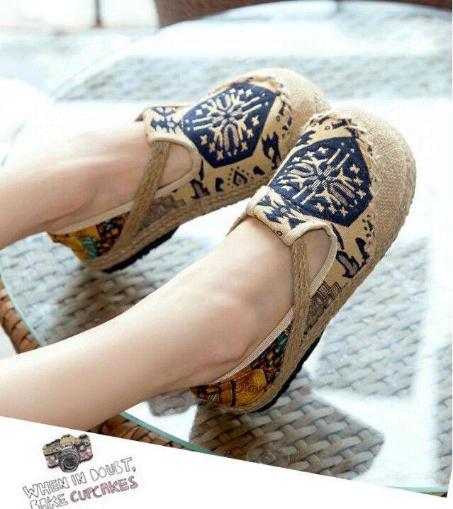 shoes hippisowski charakter butów, naturalne materiały, indygowe ornamenty, swobodny styl