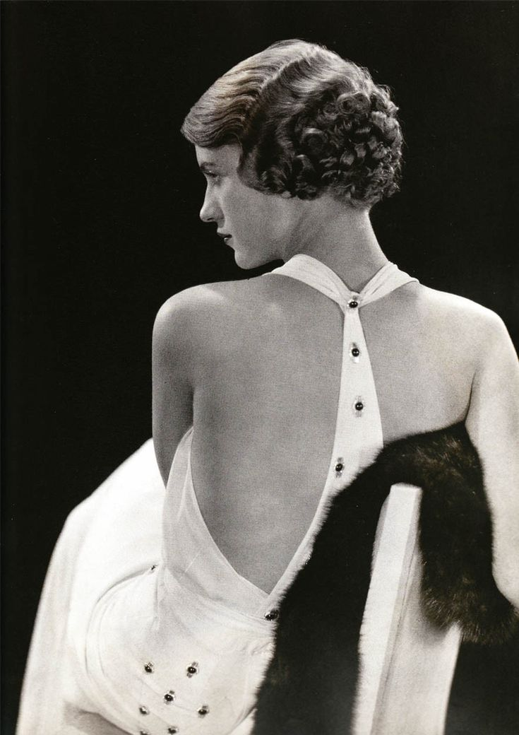 Lee Miller, in Chanel - 1930 - Vogue - Photo by George Hoyningen-Huene - http://www.condenaststore.com/-st/George-Hoyningen-Huene-Prints_c146914_.htm